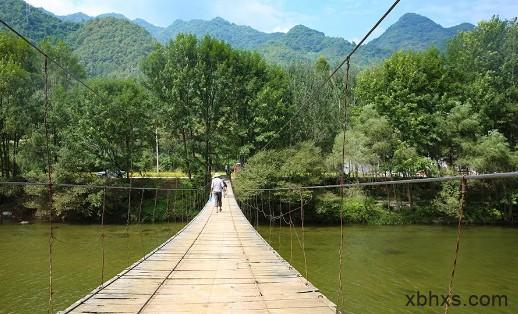 酉水河上的铁索吊桥