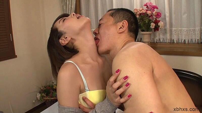 XRW-663 :对以前的男人感到疼痛的少妻美咲