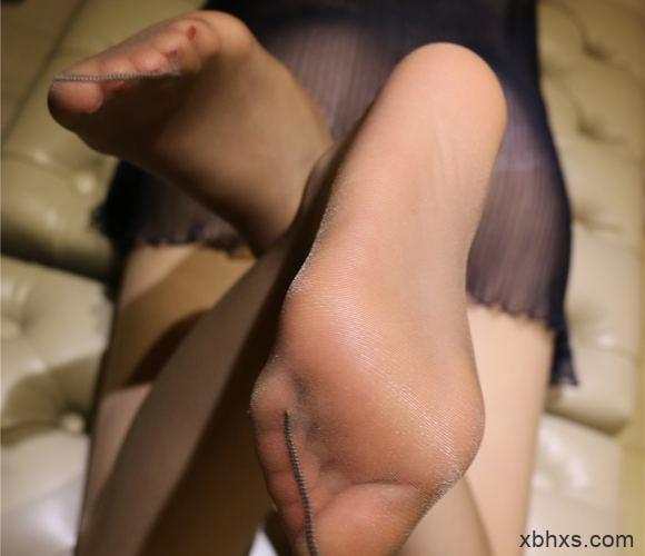 丝袜美腿美女 把樱桃放在花蕊里