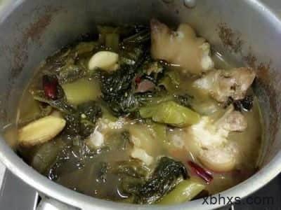 酸菜烧猪手的做法