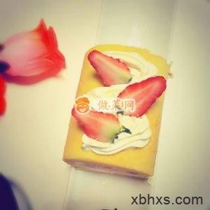 草莓奶油蛋糕卷怎么做好吃 家常草莓奶油蛋糕卷的做法