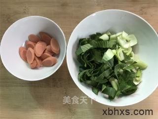 青菜鸡蛋炒面怎么做好吃 青菜鸡蛋炒面最正宗的做法