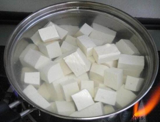豆腐是冷水煮还是热水煮 豆腐怎么煮保持鲜嫩
