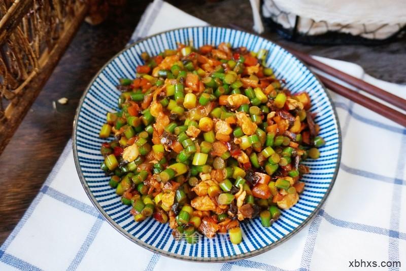 蒜薹炒三丁怎么做好吃 家常蒜薹炒三丁的做法