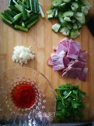 凉拌五香肘子怎么做好吃 家常凉拌五香肘子的做法