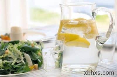 怎样喝柠檬水减肥,喝柠檬水的好处与坏处