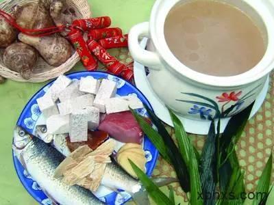 香芋生芪煲鲮鱼的做法